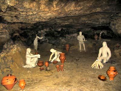 Центральное место экспозиции музея - диорама со скульптурами
